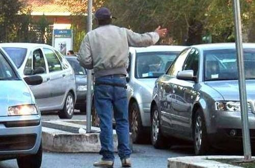Torre del Greco. Vigilessa smaschera parcheggiatore abusivo