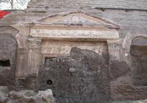 Particolare architettonico che decorava la Villa di Augusto