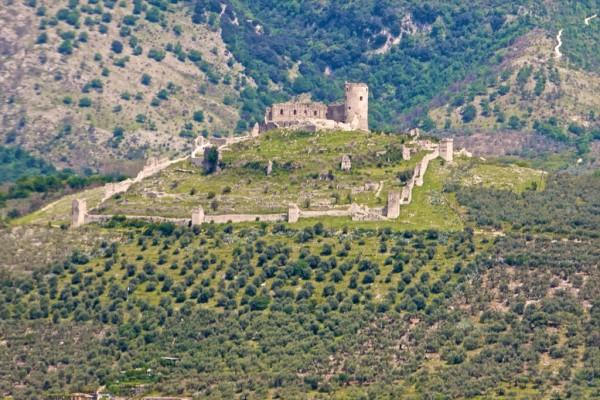 Castello di Avella, foto Panoramio