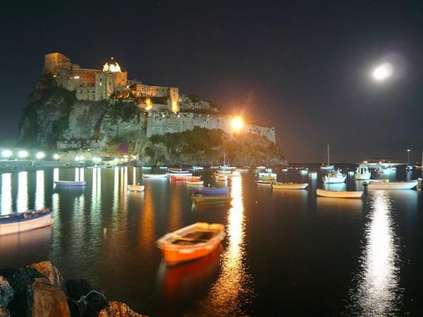 Castello Aragonese di notte.