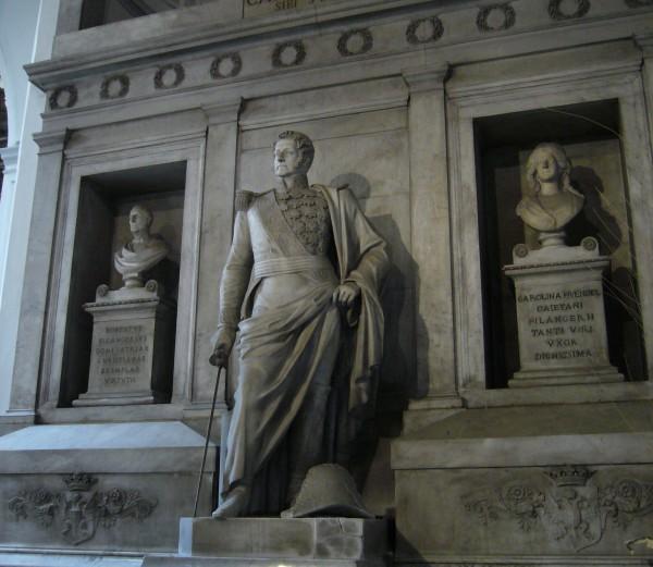 Statua di Filangieri a S.Maria di Piedigrotta, Napoli.