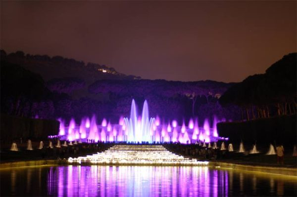La fontana dell'Esedra alla Mostra d'Oltremare.. che spettacolo...