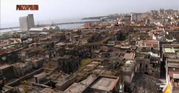 Torre Annunziata, palazzi che crollano