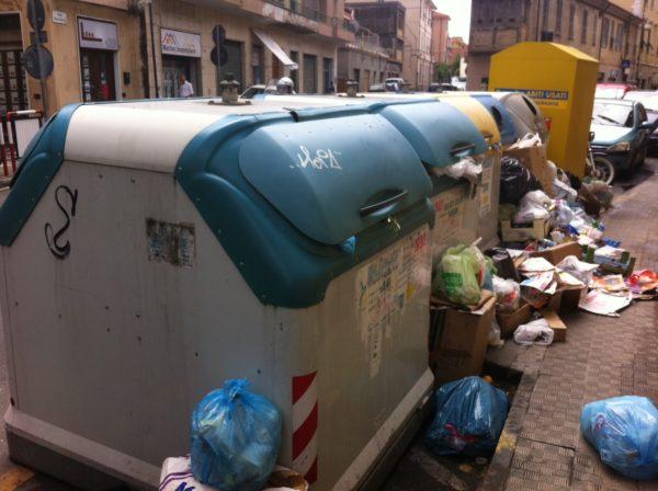 Secondigliano, l'Asia non raccoglie i rifiuti del quartiere