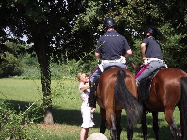 Polizia a cavallo.