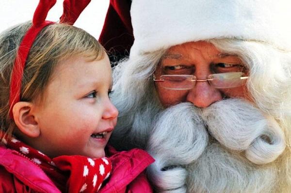 Babbo Natale Video Per Bambini.Video Babbo Natale Non Esiste La Dolce E Divertente Reazione Dei