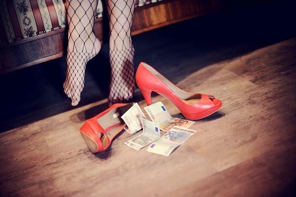 giugliano fidanzata prostituzione