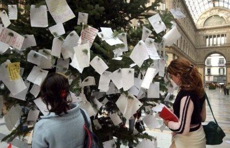 Albero di Natale alla Galleria Umberto I.