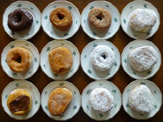 bella_napoli_dozen_donuts_on_plates