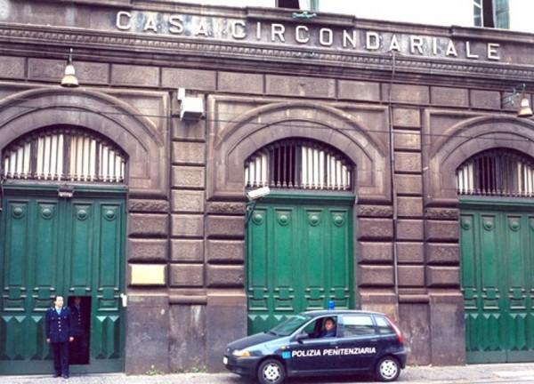 carcere poggioreale-2