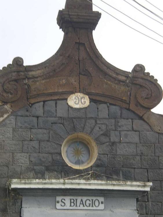 Parte della facciata della chiesa di San Biagio a Calastro