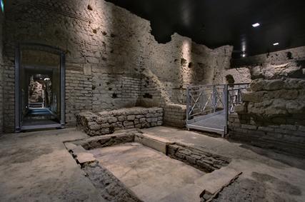 Ambiente sotterraneo con vasca