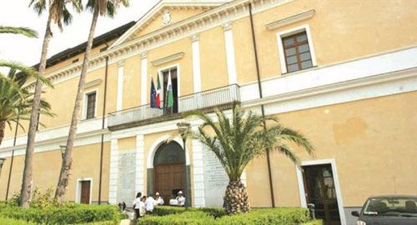 premiazione per 3 vigili urbani al Palazzo Baronale