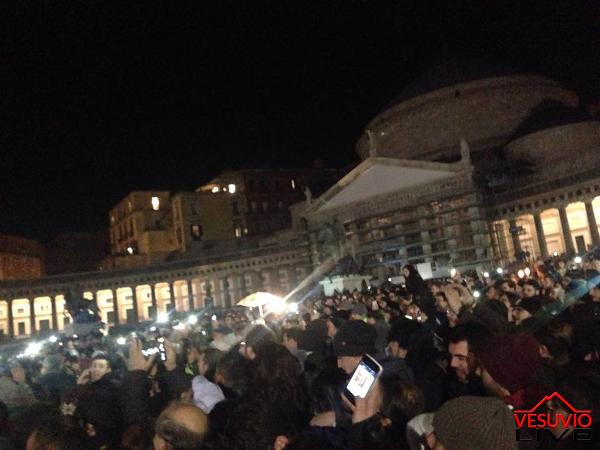Pino Daniele, flash mob Piazza del Plebiscito