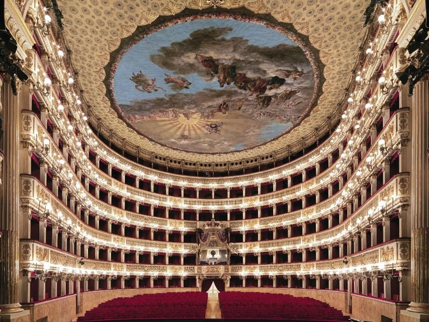 Napoli sul tetto del mondo: Il Teatro San Carlo è il più bello del globo. Ecc...