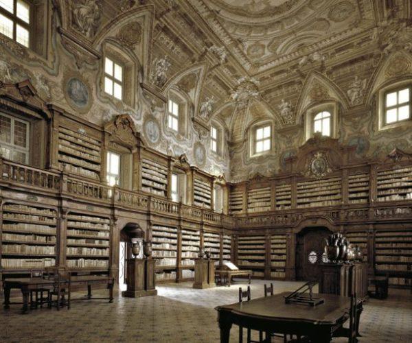 La biblioteca dei Girolamini Pietro Valletta