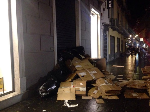alcott rifiuti in strada