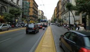 napoli-blocco-traffico-28-aprile