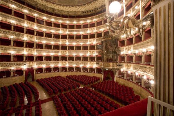 palchi_e_platea_del_teatro_san_carlo_di_napoli