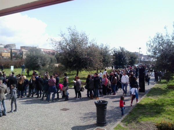 La lunga fila per visitare i resti dell'antica Herculaneum