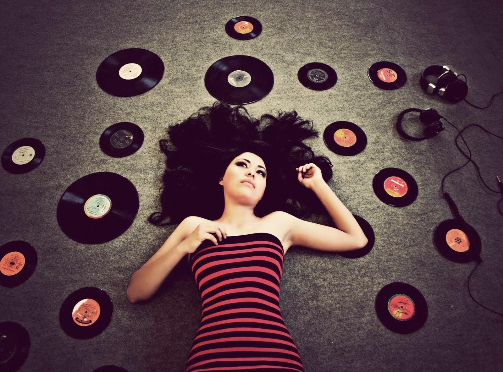 Фотосессия в черно белом стиле с красным сибирская