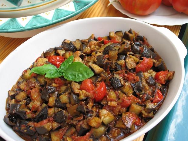 Tutti a tavola ci sono le melanzane a fungetielli la ricetta napoletana - Tutti in tavola ricette ...