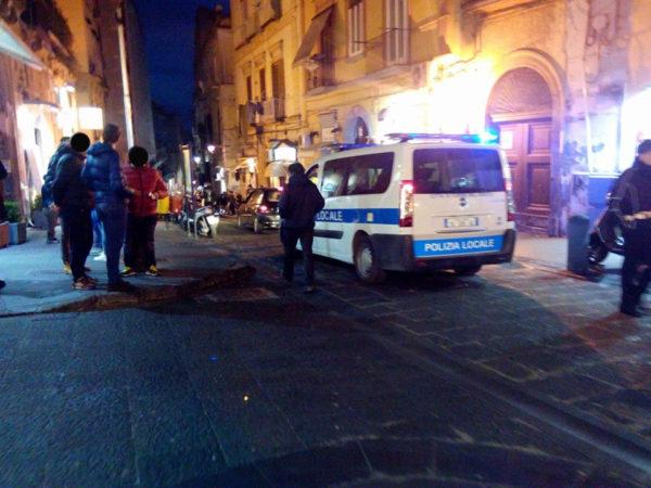 Movida violenta. 18enne ferito sul lungomare di Napoli