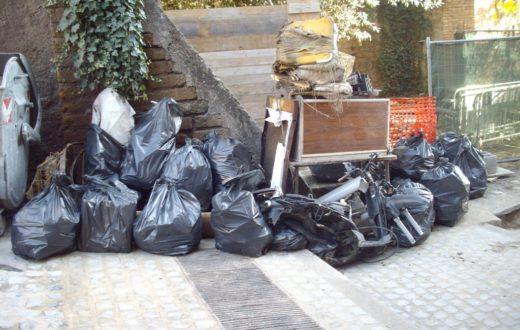 Sacchetti rifiuti Napoli