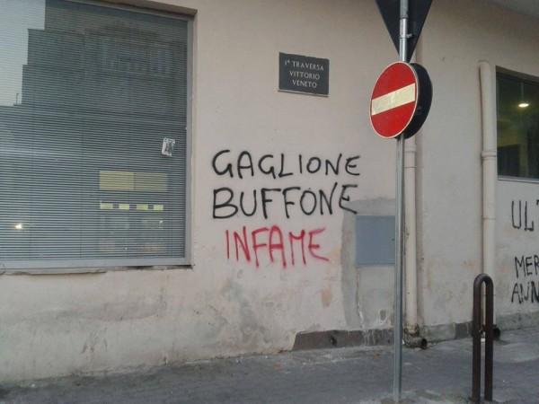 Graffito su un muro dell'Ufficio Postale