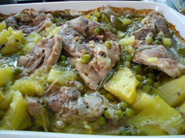 Agnello con patate e piselli