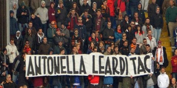 Striscione contro Antonella Leardi