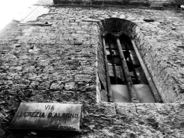 chiesa napoli - piazza Lucrezia d'alagno