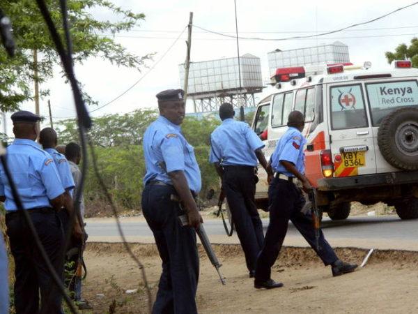 poliziotti kenioti armati