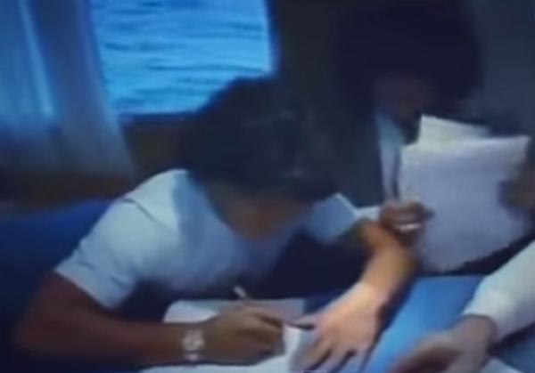 Firma di Maradona