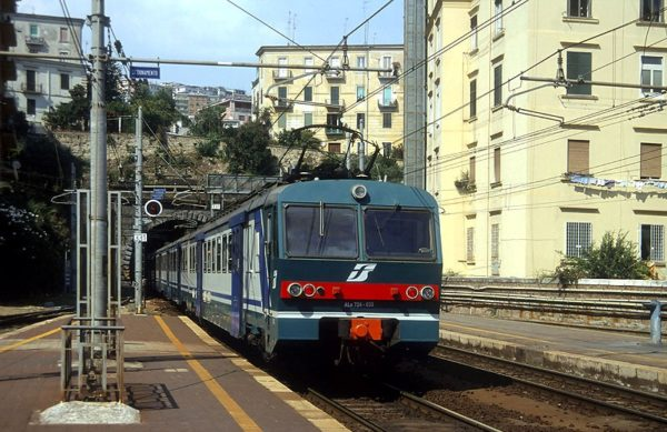 Napoli_Mergellina_servizio_metropolitano_FS