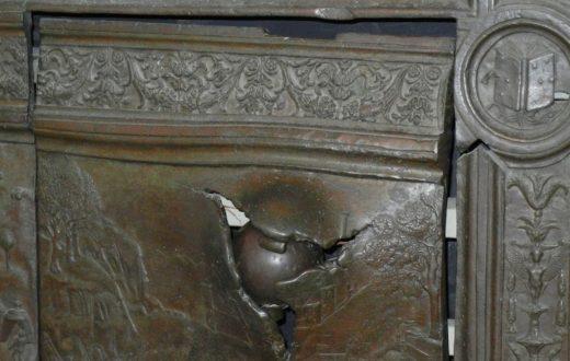 Porta bronzea Maschio Angioino