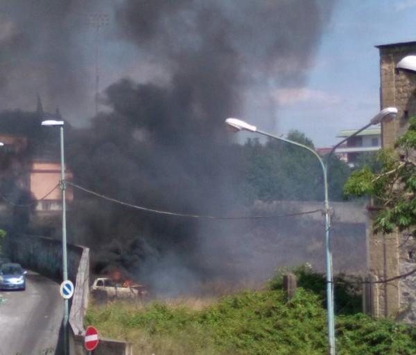 incendio Ercolano auto