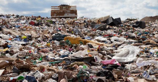 Acerra, scarcerati i responsabili del disastro ambientale. Il Vescovo: