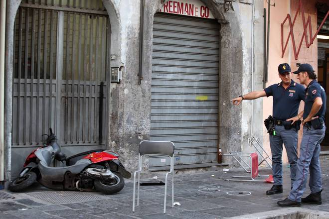 Sparatoria Napoli