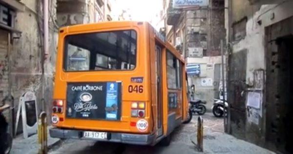 bus napoli bloccato