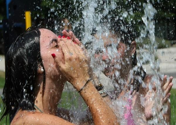Caldo infernale in tutta Italia. Allarme rosso a Roma: 40 gradi