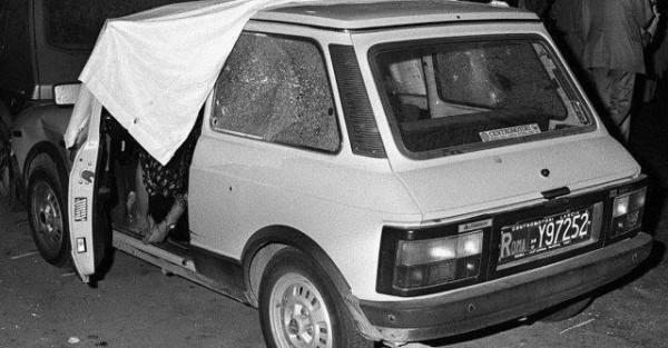 Auto con all'interno i corpi di Carlo Alberto e della moglie