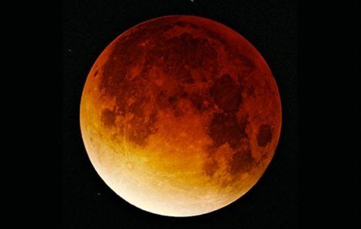 Eclissi di luna piena