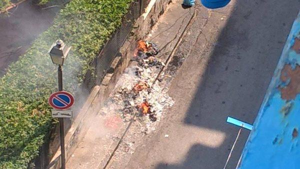 Incendio rifiuti vico Pezzentelle