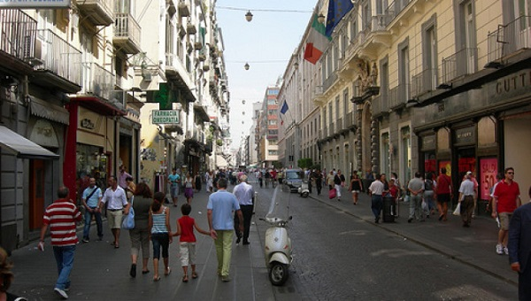 Napoli-via-Toledo3-660x375