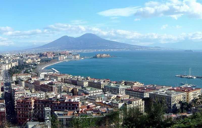 Veduta-di-Napoli-e-del-Vesuvio