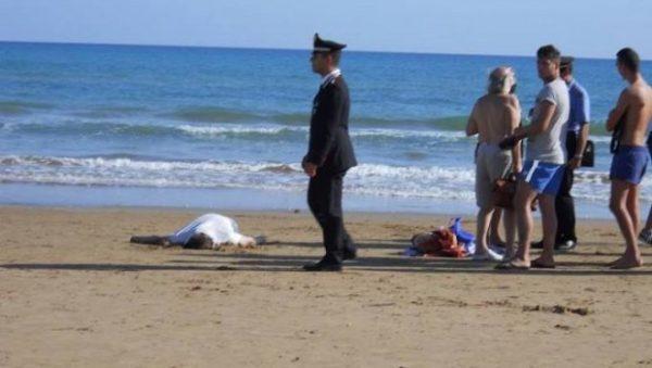 marina eboli spiaggia morto