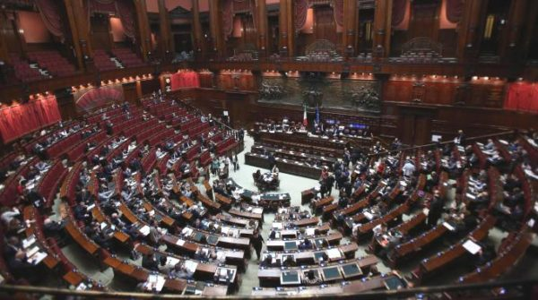 Finanziamento pubblico ai partiti la casta si spartisce for Camera dei deputati rassegna