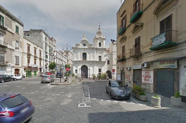 Piazza Luigi Palomba - vico Giardini del Carmine