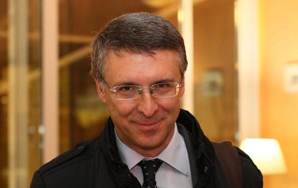 Raffaele Cantone - la camorra dà lavoro
